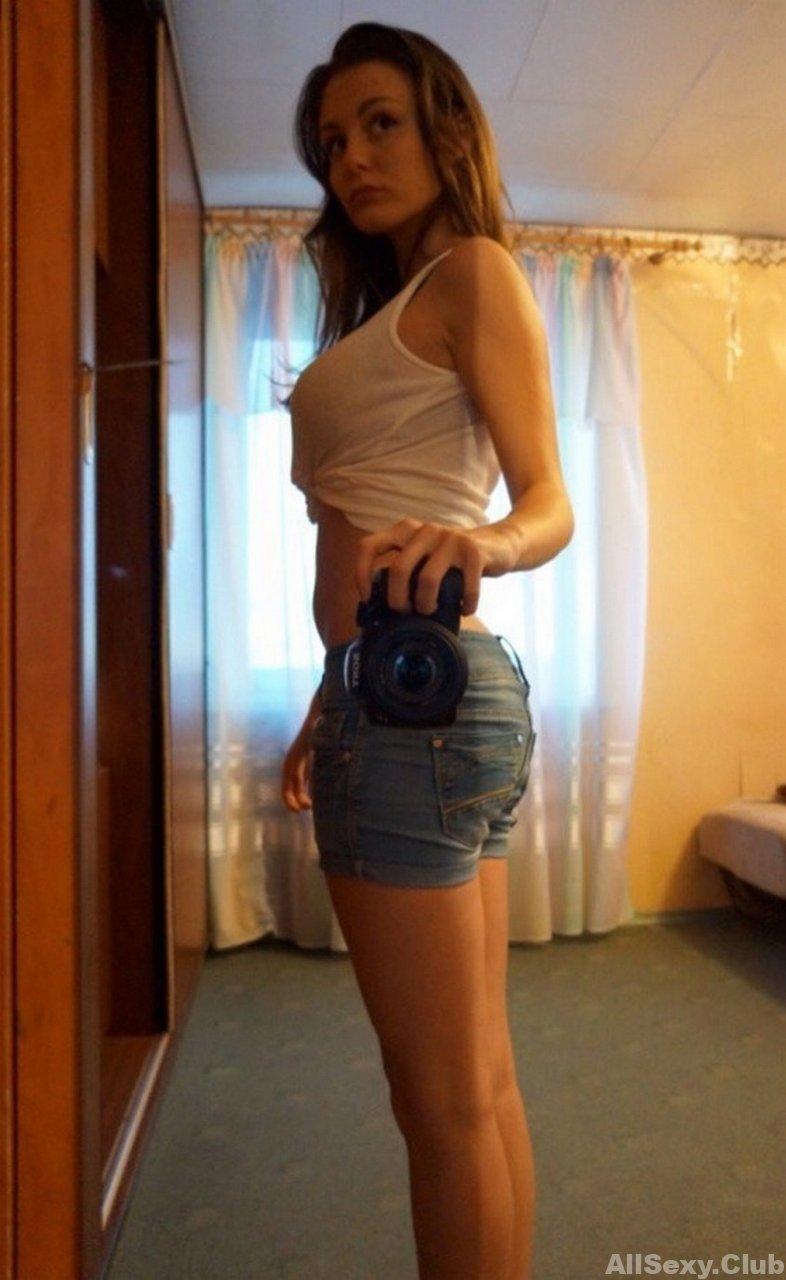 Busty amateur girl making homemade nude selfie