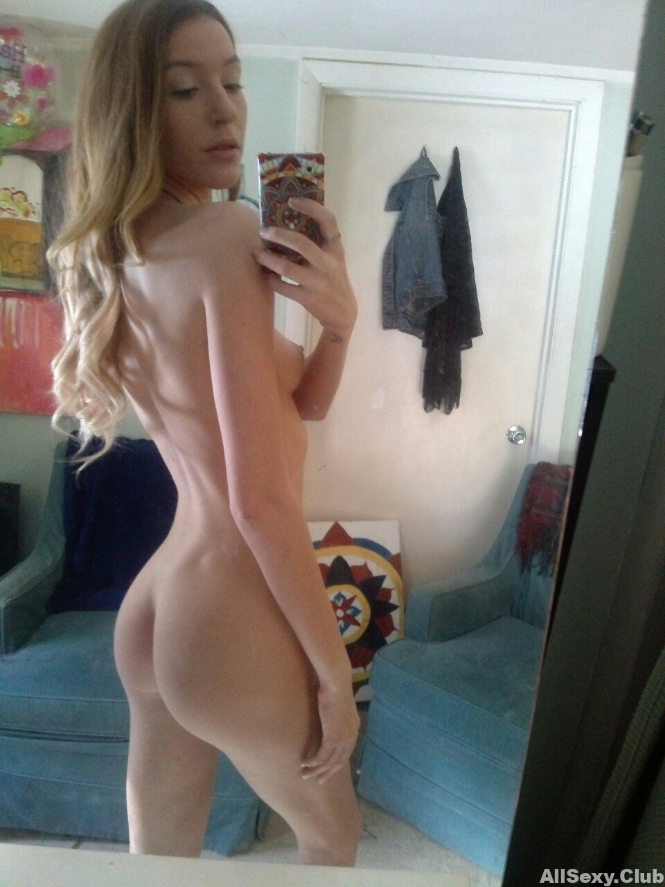 Tight Blonde Topless In Tiny Shorts Selfie