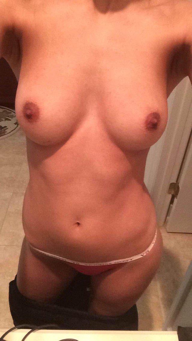 Gorgeous brunette Milf nudes