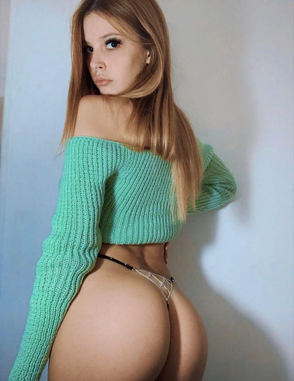 Skinny amateur babe @yuslopez hot selfies