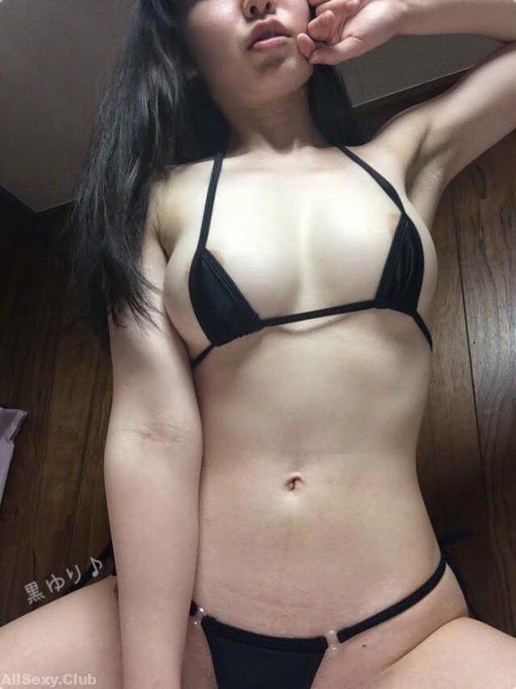 Sexy 24yo Japanese girl exposing herself naked