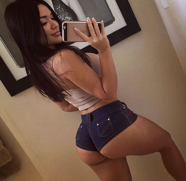 Brunette babe Genesis Mia Lopez topless
