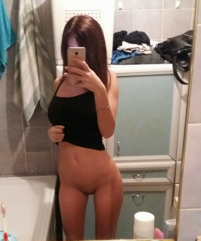 Sexy Skinny Girlfriend Self Pics Leaked