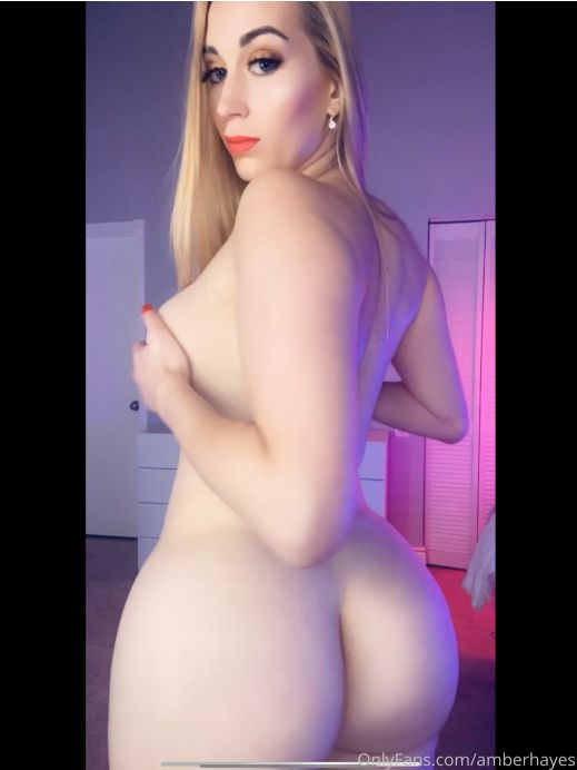 Hot babe with big boobs @amberhayes